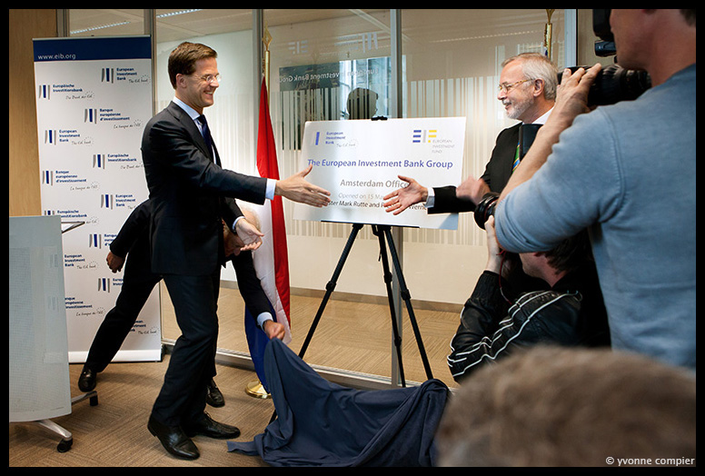 opening nieuw kantoor van de Europese Investeringsbank in Amsterdam met PM Rutte, onthulling