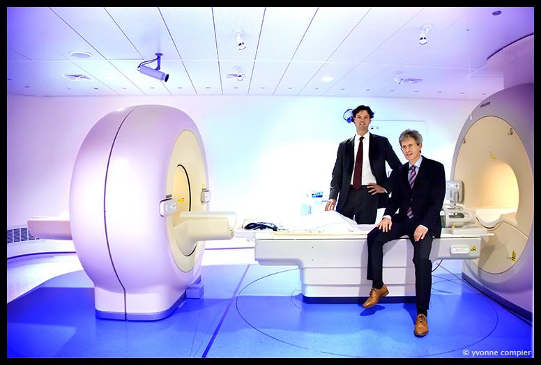 een foto van Guus van Dongen (VUmc) en Ernst Wodrada (Philips) bij de PET-MRI in het VUmc. voor het valorisatieverslag van TTO