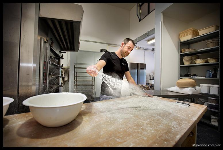 Voor Bakkerij de Basis een serie werkfoto's in de Bakkerij van Martijn.