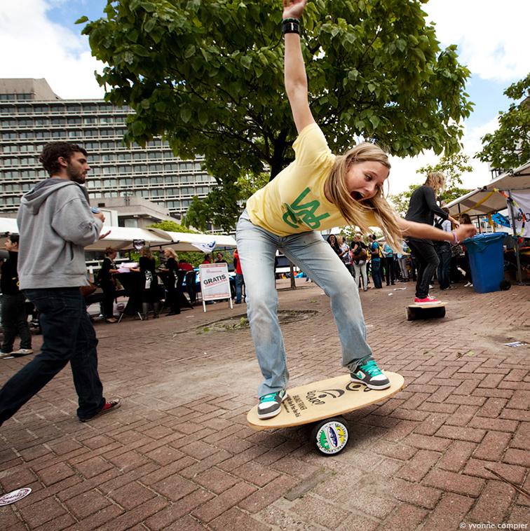 Gebeurtenissen tijdens de ideeweek van de Vu. Sport, drank, fietsen op de campus met veel studenten