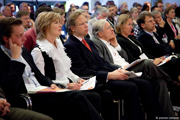 """Een reportage van het SYmpposium """"Geven"""" van FSW in het auditorium met Mieke vdan der Weij"""