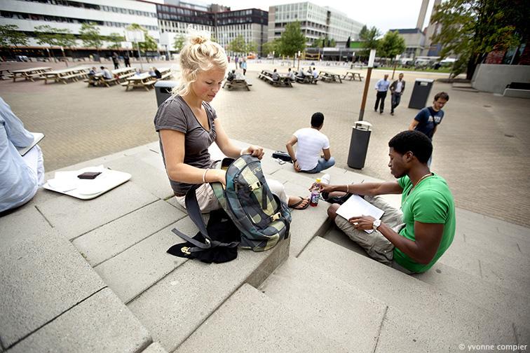 studenten op de campus , Vincent en Marrit, op en rond de campus voor algemeen gebruik voor de VU