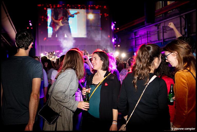 25-01-2019 AVL medewerkersfeest in de Kromhouthal in Amsterdam Noord. Feest voor alle medewerkers als bedankje voor het harde werken. Festivalsfeer met band, dj, silent disco, photobooth, foodtrucks